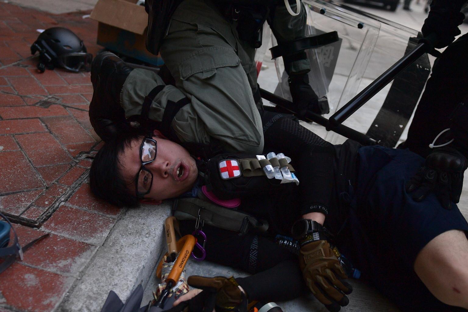 Hong Kong, durissimi scontri nel giorno dei 70 anni della Repubblica cinese