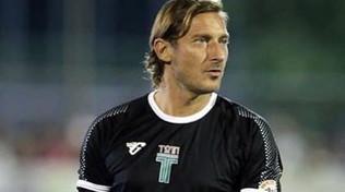 Totti, tre assist nell'esordio nel calcio a 8