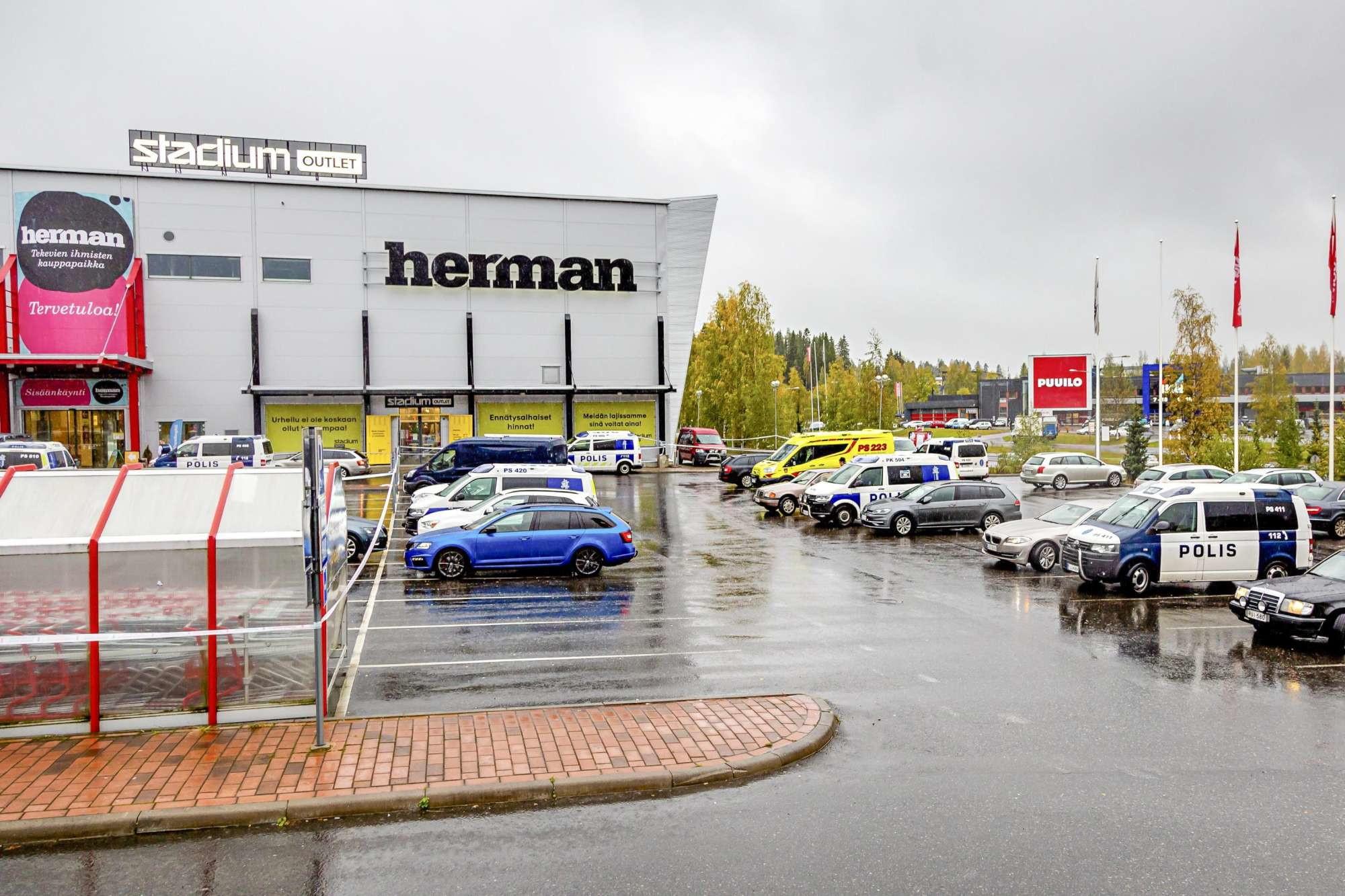 Finlandia, aggressione a colpi di spada in una scuola: un morto