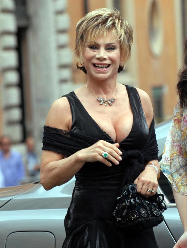 Carmen Russo compie 60 anni: guarda le foto più belle della sua carriera