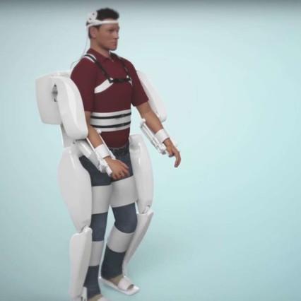 Paralizzato torna a camminare, ecco l'esoscheletro guidato dal pensiero