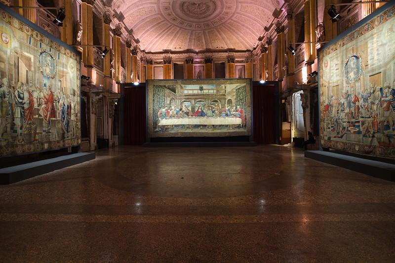 Milano, a Palazzo Reale l'arazzo restaurato che riproduce il cenacolo di Leonardo Da Vinci