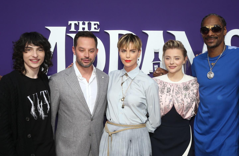 """Da Charlize Theron a Snoop Dogg, il cast di voci alla première del film d'animazione """"La Famiglia Addams"""""""