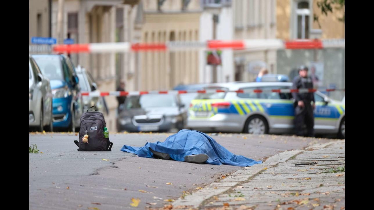 Paura in Germania, spari fuori da una sinagoga: morti e feriti