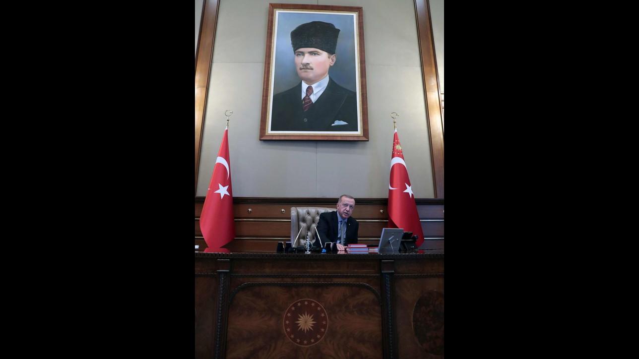 Blitz turco in Siria, il momento in cui Erdogan ordina l'attacco