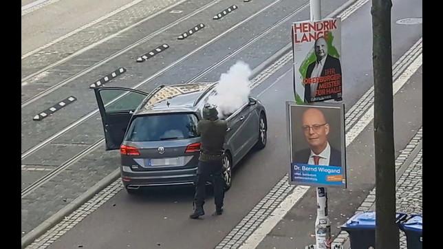 Assalto in Germania, le foto del killer diffuse dalla polizia