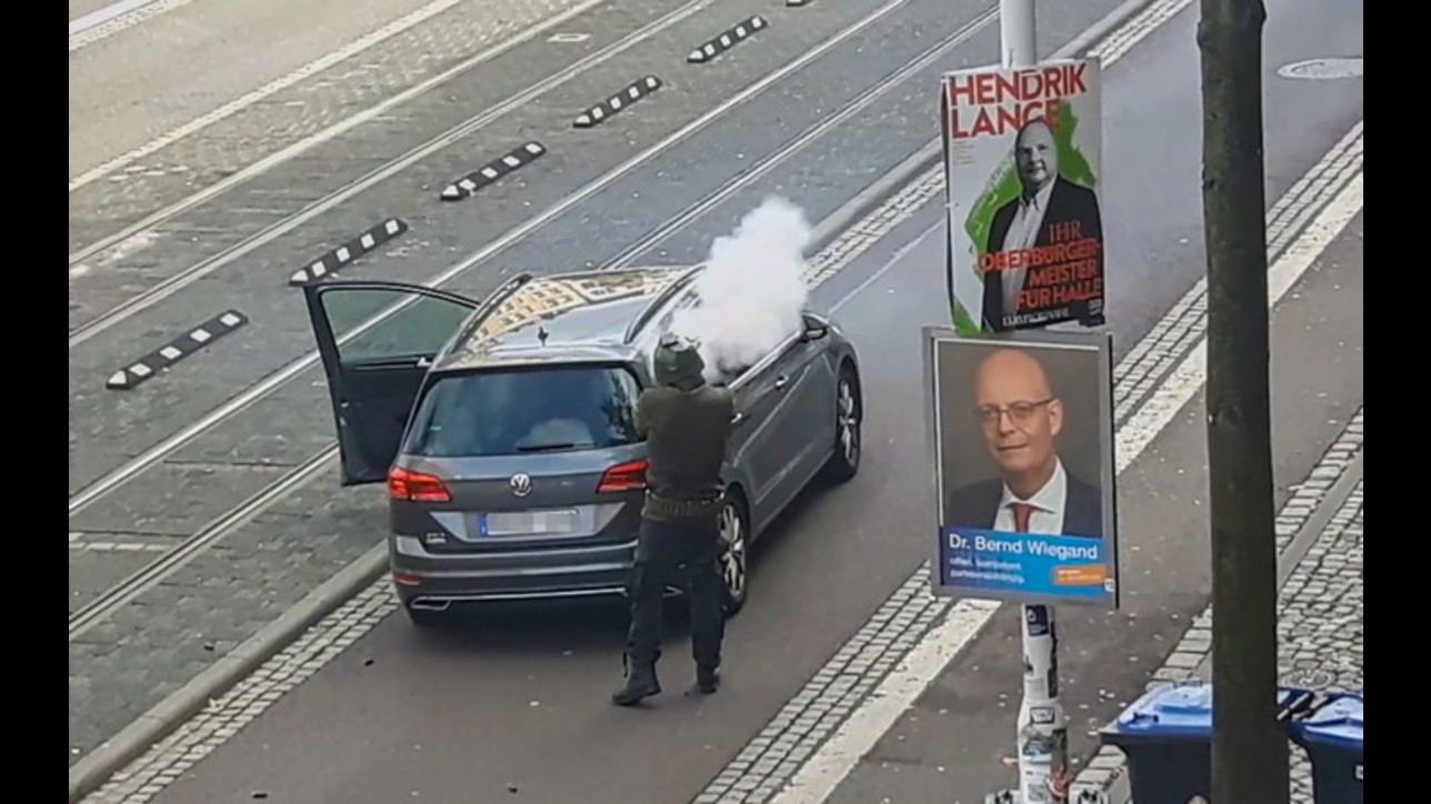 Assalto in Germania, le foto del killer diffuse dalla polizia