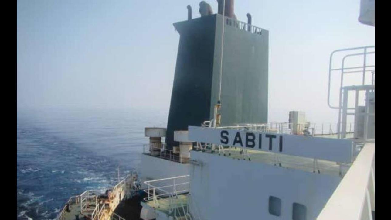 "La superpetroliera iraniana Sabiti""colpita da due missili"""