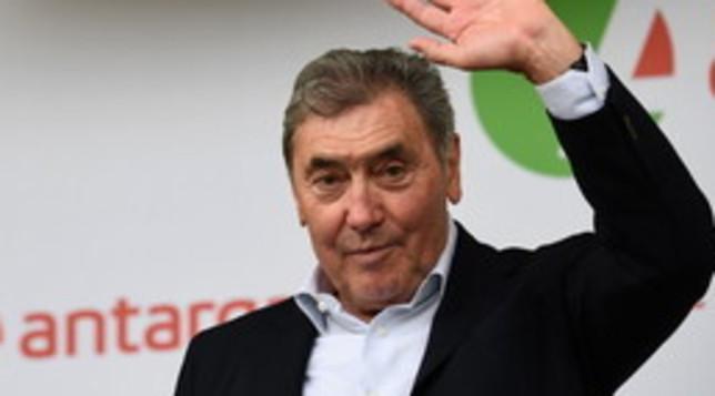 Eddy Merckx in ospedale dopo una caduta in bici: forte trauma cranico