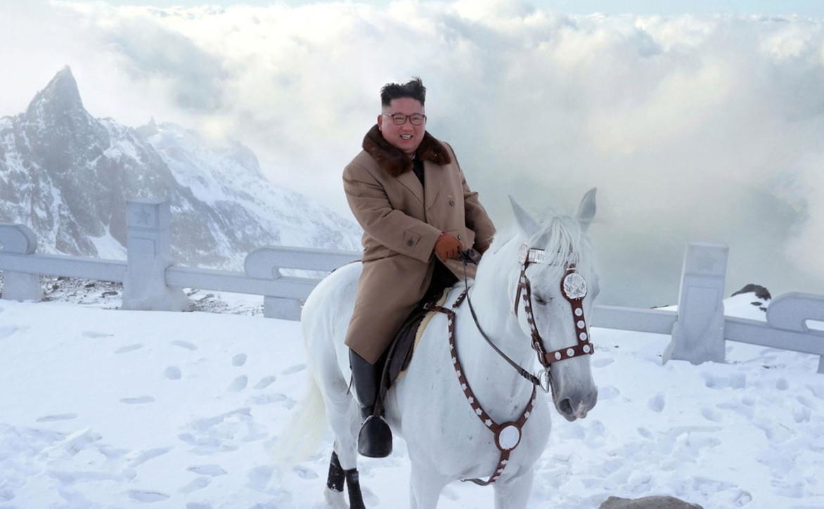 Kim Jong Un su un cavallo bianco. E le foto social fanno il giro del mondo