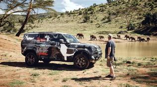 La savana, i leoni, la fotografia e Land Rover Defender