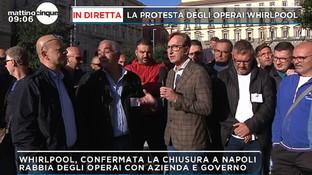 """Napoli, lavoratori Whirlpoolin protesta: """"Aspettiamo una mossa del governo, non ci rassegniamo"""""""