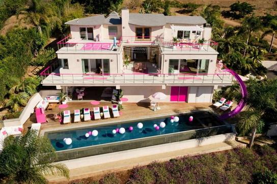"""A Malibu in riva al mare la """"casa dei sogni"""" per tutte le Barbie girl"""