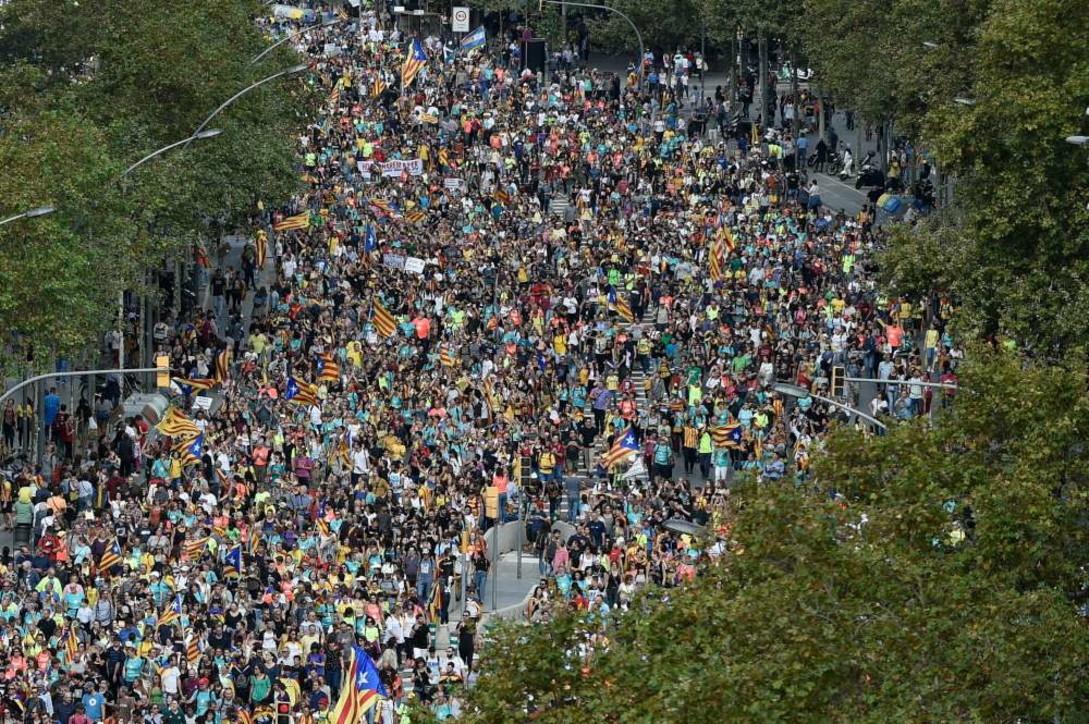 Barcellona ad alta tensione, cortei di protesta in strada e disordini
