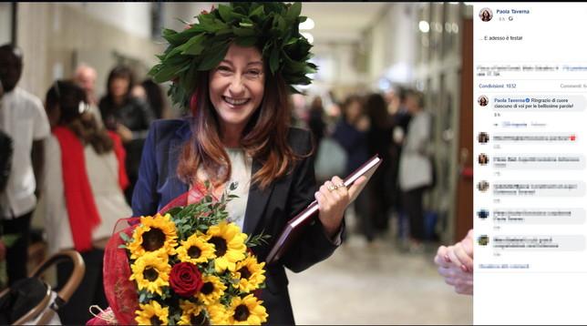 Paola Taverna si laurea: a 50 anni dottoressa in Scienze Politiche