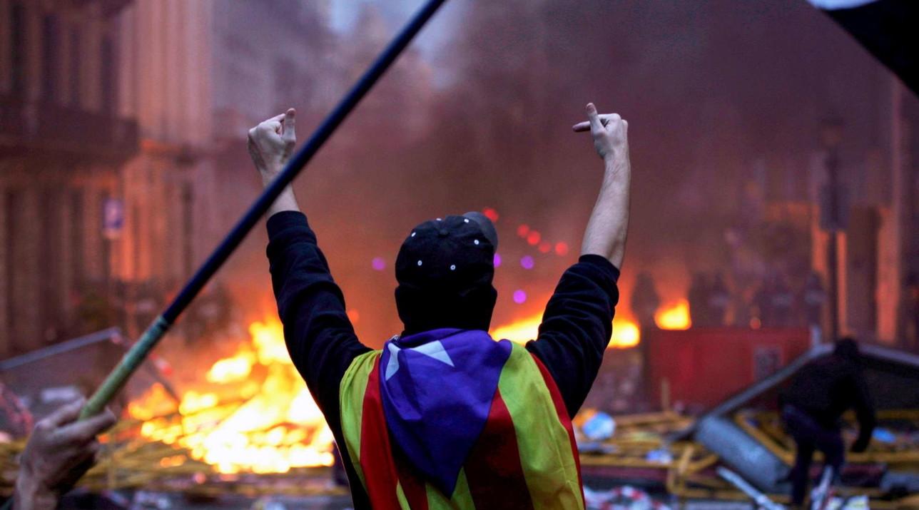 Proteste Catalogna: saliti a 89 i feriti, 31 indipendentisti fermati