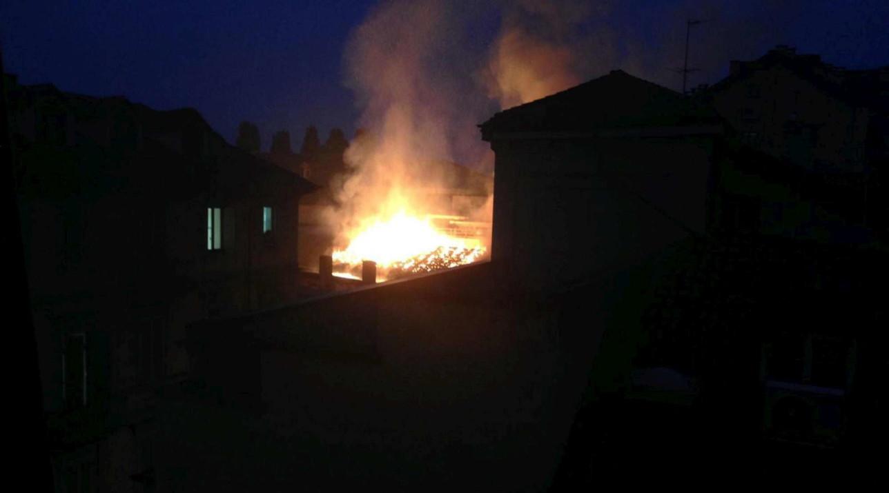 Torino, in fiamme la Cavallerizza Reale
