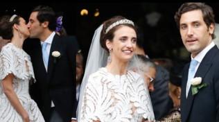 L'erede di Napoleone sposa la contessa d'Austria (con l'abito insolito)