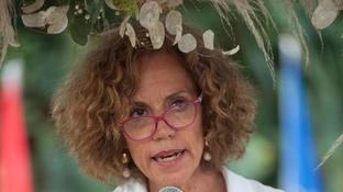 Una haterle augura il cancro, Monica Cirinnà replica: