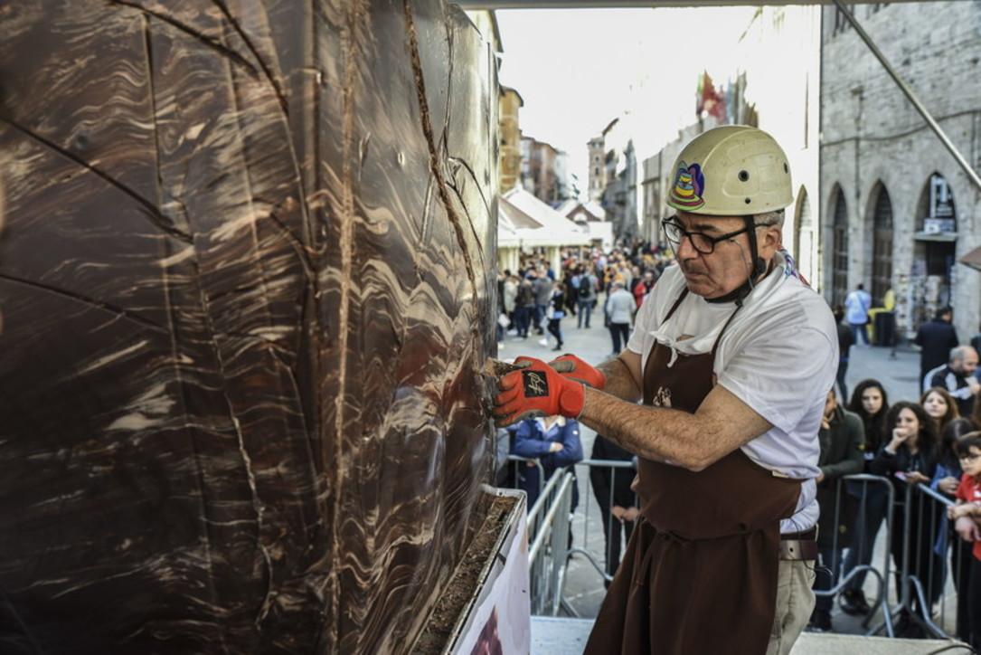 Perugia: a Eurochocolate le sculture di cioccolato