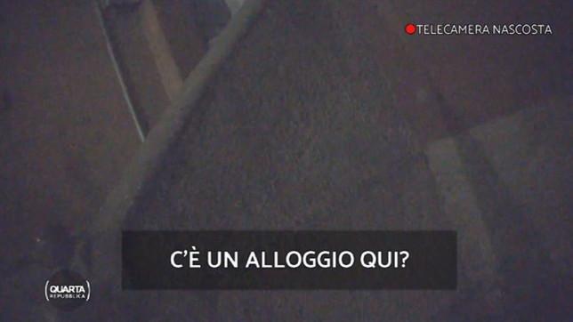 """Abusivi nei palazzi di Milano, l'amministratore: """"Gli stranieri non hanno portato degrado, sono gli italiani che ne hanno approfittato"""""""