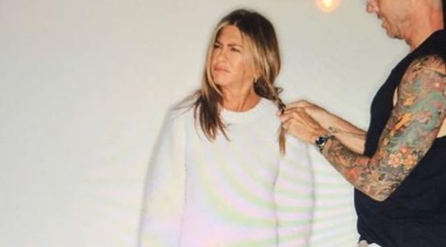 Jennifer Anistondietro le quinte: l'attrice si mostra prima e dopo un servizio fotografico