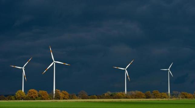 Energia, Enea: in Italia costi alti e non si investe abbastanza sulle rinnovabili