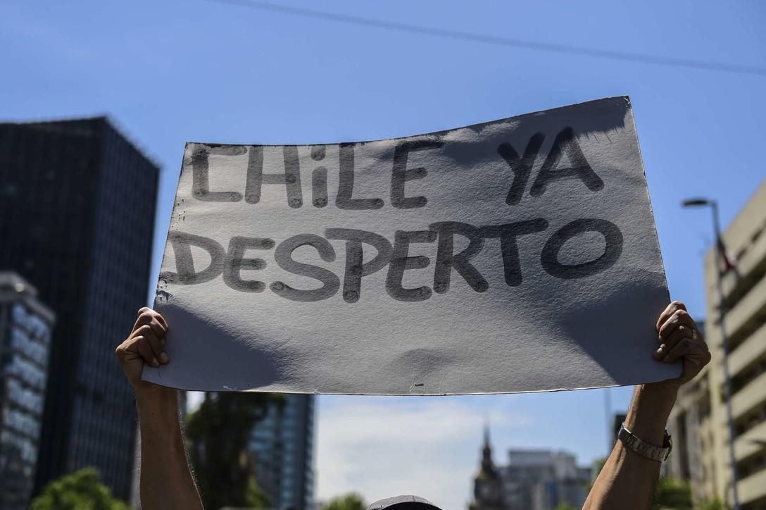 A Santiago la più grande marcia da inizio della crisi