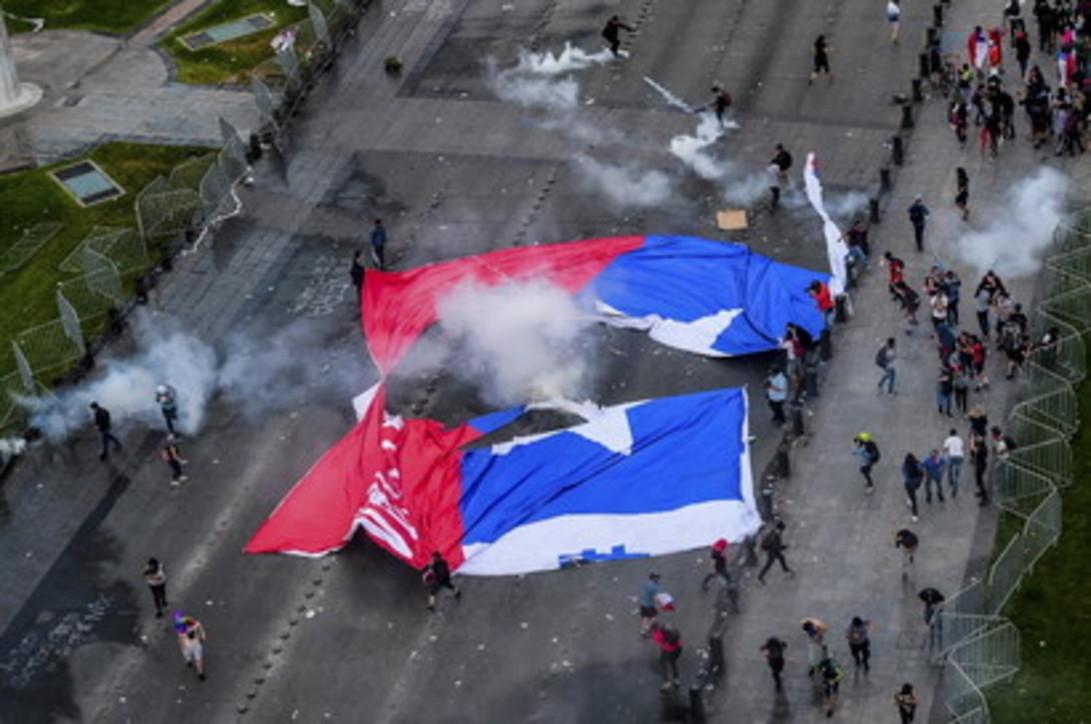 Cile, in migliaia scendono sulle strade contro il governo conservatore