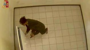 Dà in escandescenzein carcere il killer dei due agenti a Trieste, poliziotto contuso