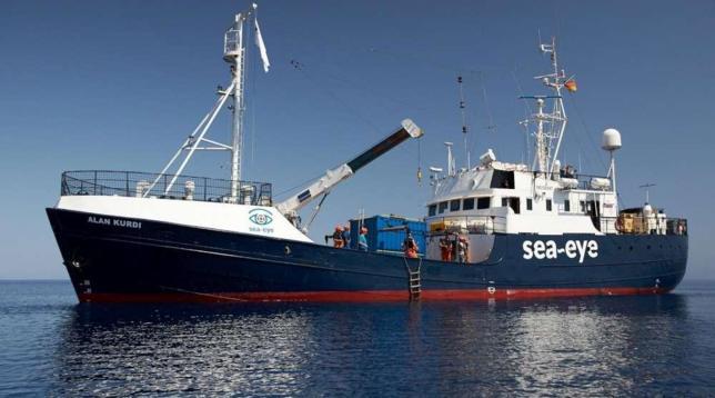 Alan Kurdi entra in acque italiane: il Viminale indica Taranto come porto sicuro
