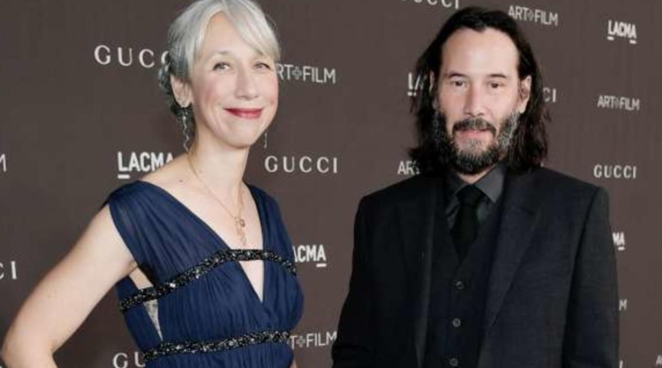Keanu Reeves presenta la sua Alexandra: mano nella mano su un red carpet a Los Angeles