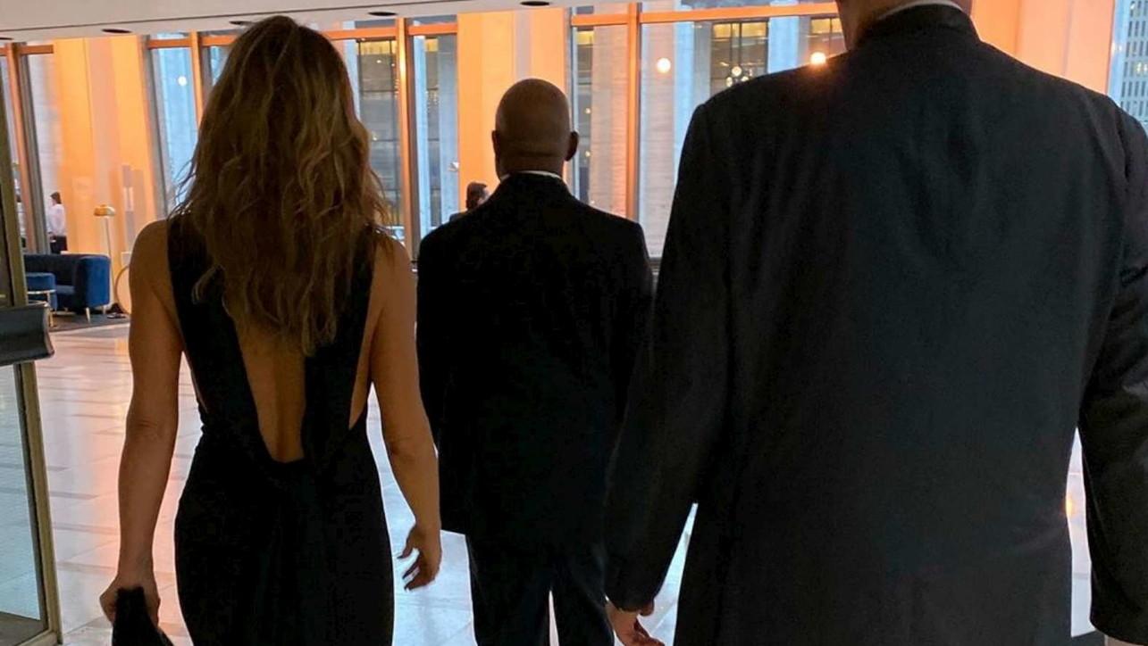 Jennifer Aniston su Instagram: a 50 anni una schiena da ragazzina