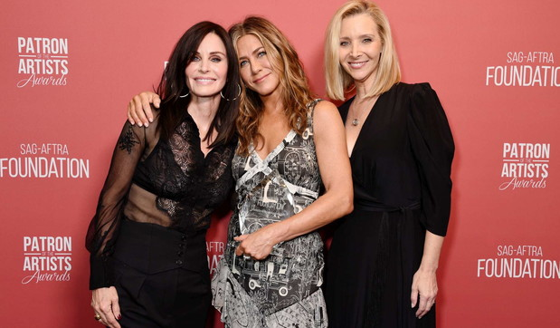 "Le amiche di ""Friends"" Jennifer Aniston, Courteney Cox e Lisa Kudrow insieme sul red carpet"