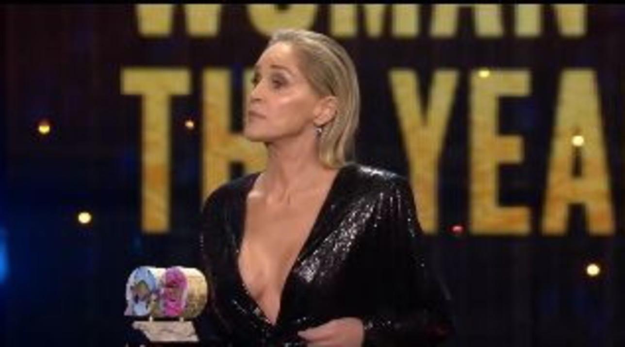 Sharon Stone riaccavalla le gambe