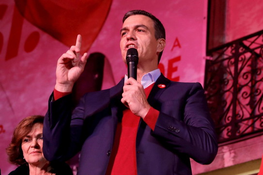 Spagna, accordo di governo tra i socialisti e Podemos