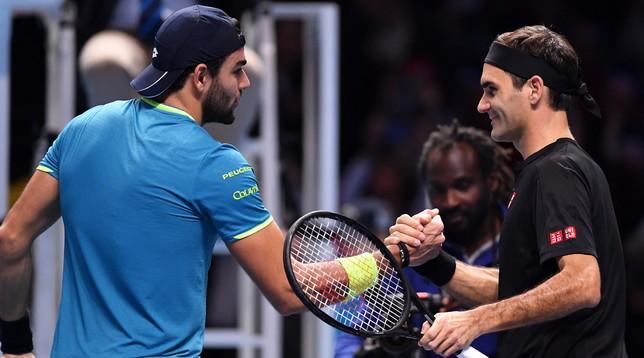Berrettini perde anche contro Federer: l'azzurro costringe al tie-break lo svizzero nel primo set, ma poi crolla