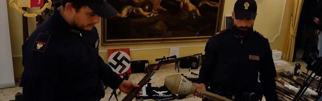 Estremisti di destra progettavanodi far saltare una moschea nel Senese   Sui social foto con l'uniforme delle SS
