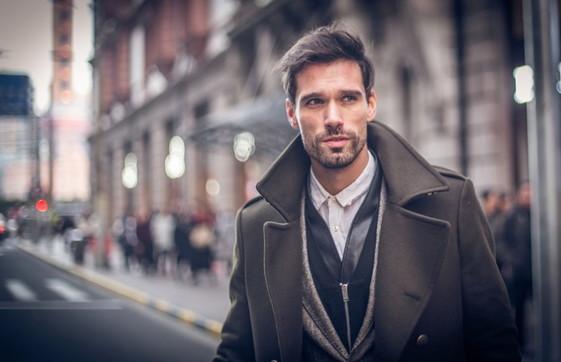 Uomo, primo appuntamento: look e profumi per accendere la passione