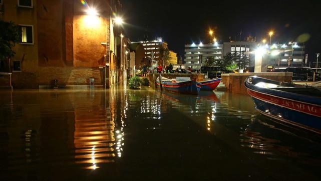 Venezia, a mezzanotte è arrivata la grande marea