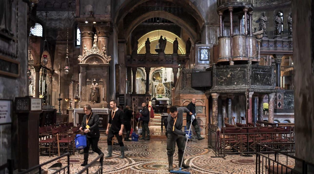 Acqua alta a Venezia, devastata la Basilica di San Marco
