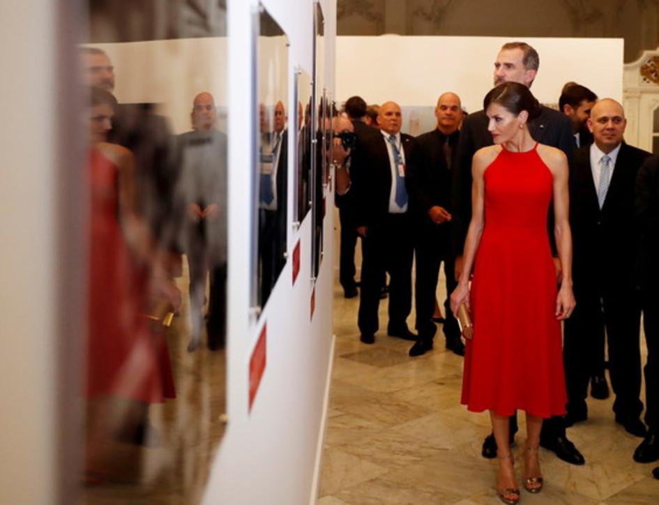 La visita a Cuba e non solo: i look 'da copiare' a Letizia di Spagna