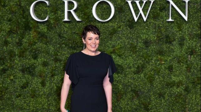 Olivia Colman è la nuova Regina Elisabetta II... anche sul red carpet londinese