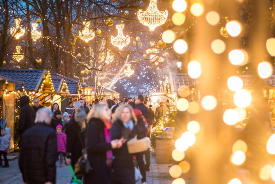 Addobbi Natalizi Zurigo.In Svizzera Il Natale Sfavilla Di Luci Leccornie E Mercatini Tgcom24