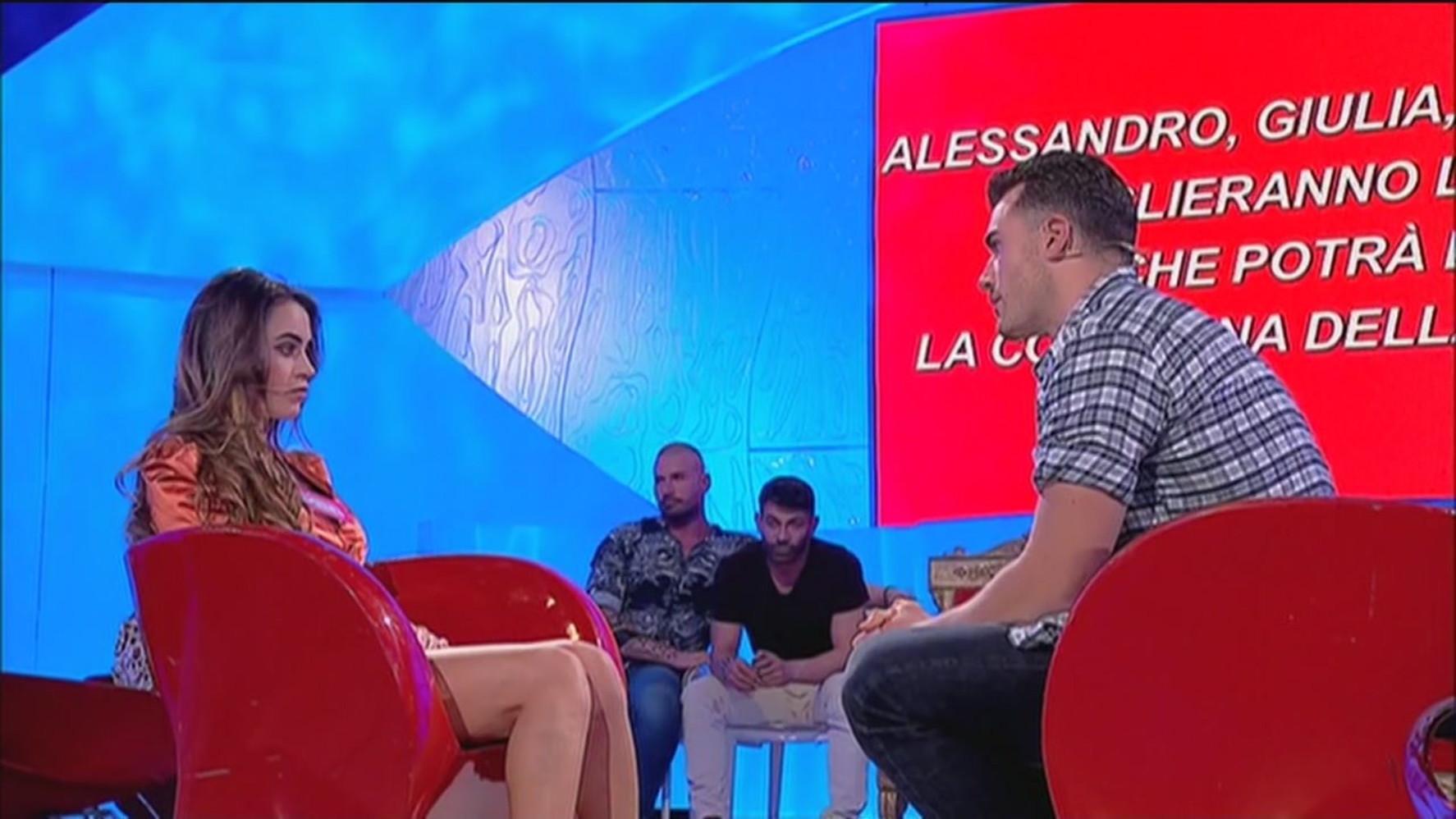 """""""Uomini e Donne"""", Alessandro sceglie Veronica ma lei lo rifiuta ..."""