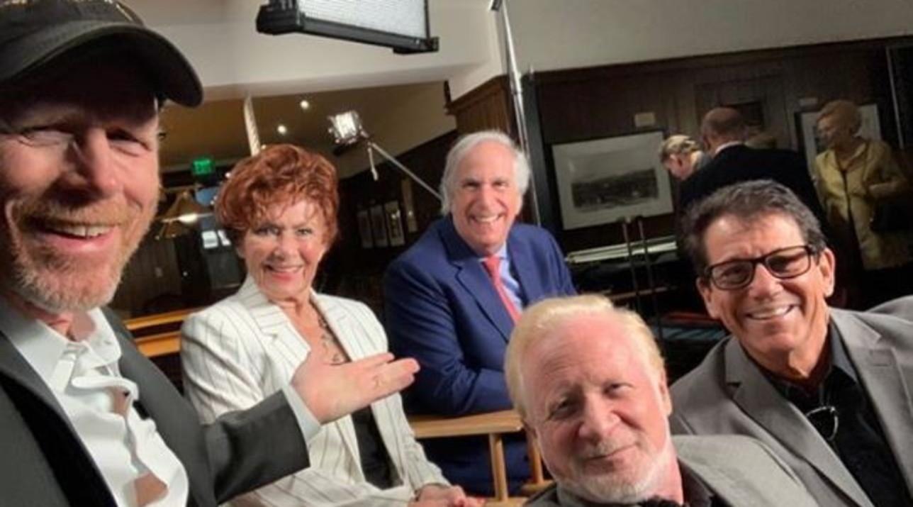 Reunion di Happy Days con effetto nostalgia: Richie, Potsie, Ralph, Marion e Fonzie in uno scatto revival