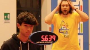 Cubo di Rubik, rompicapo risolto in 5 secondi e 63 centesimi: Mattia nuovo campione italiano