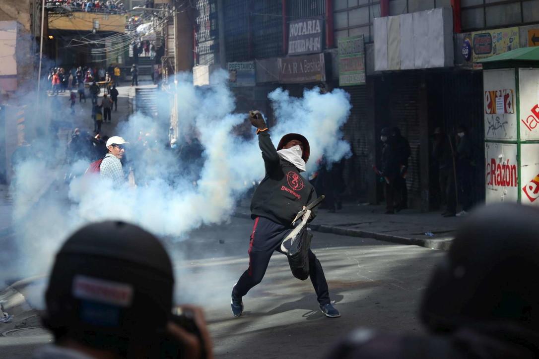 Bolivia, ancora scontri tra manifestanti e polizia: morti e feriti