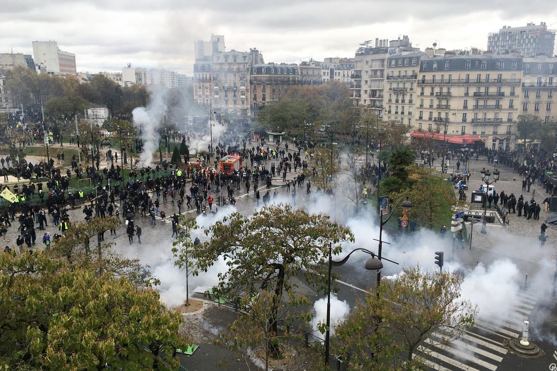 Scontri a Parigi, gilet gialli in piazzaa un anno dalla prima protesta