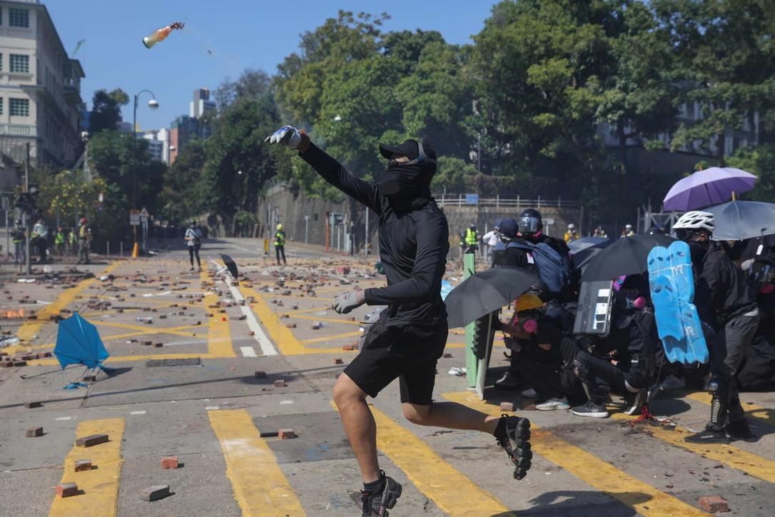 Hong Kong, ennesima giornata di scontri